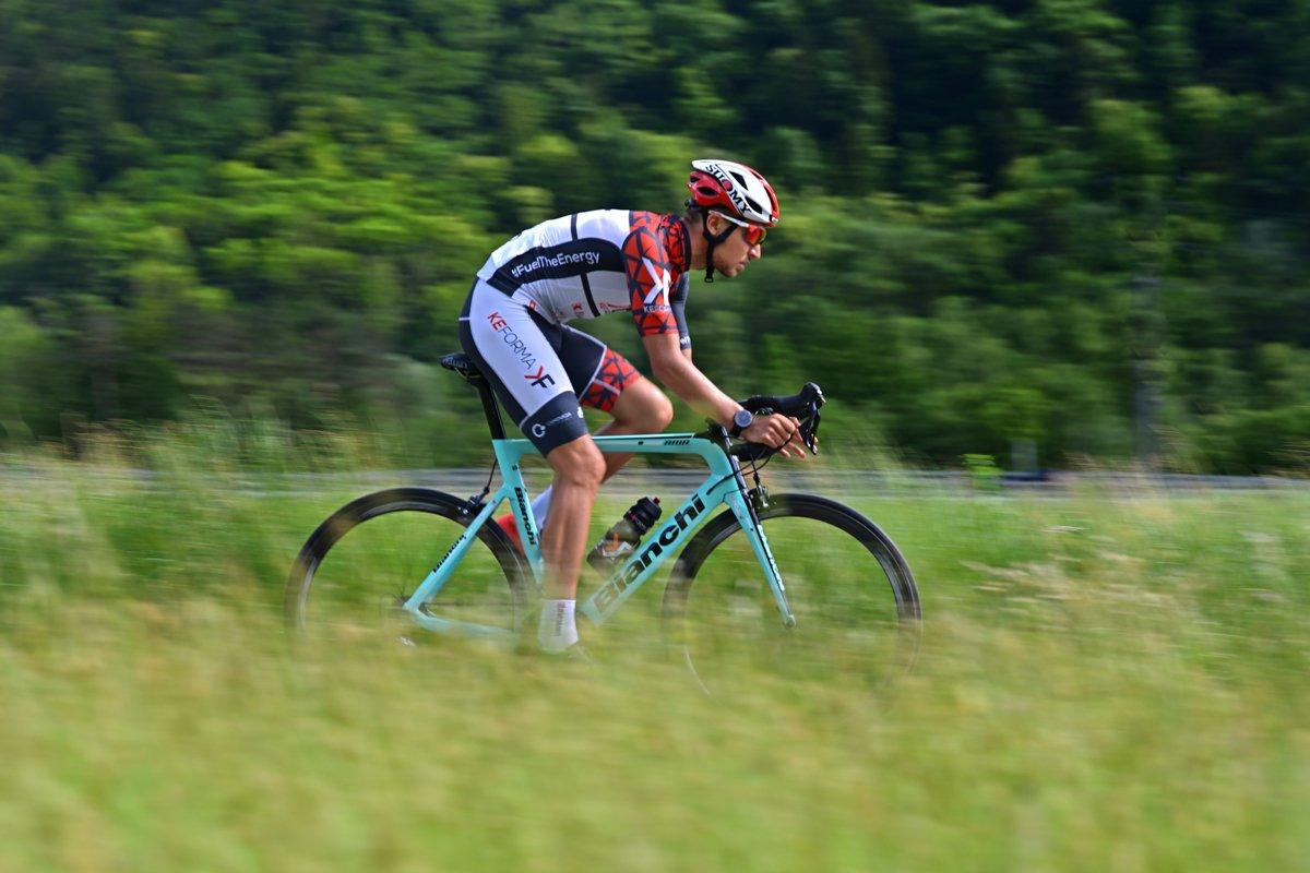Adrian Engelhardt atleta Keforma su la bici da strada MCT Line integratori